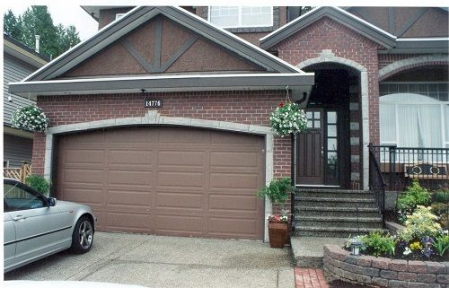 Garage Door Color Selections For A Beautiful Home Here Is